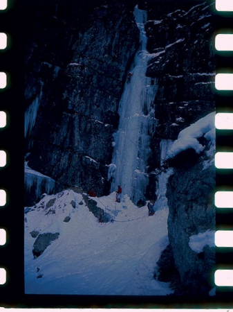 [Riprese varie di cascate di ghiaccio in Val Cellina]