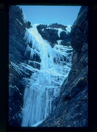 [Riprese varie di arrampicata e cascate di ghiaccio]