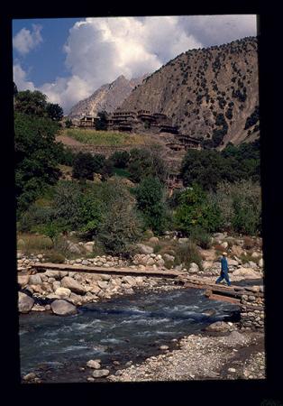[Riprese varie di viaggi in Bhutan e Pakistan: Rumbur Valley, Bumburet Valley (popolazione Kafiri)]