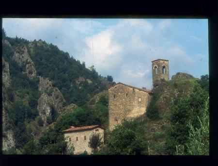 [Riprese varie di Pania di Corfino: architetture sacre, rievocazioni storiche, dipinti]