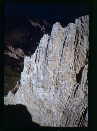 [Riprese varie di arrampicata; folclore in Austria e Trentino-Alto Adige: corni alpini e costumi ladini]