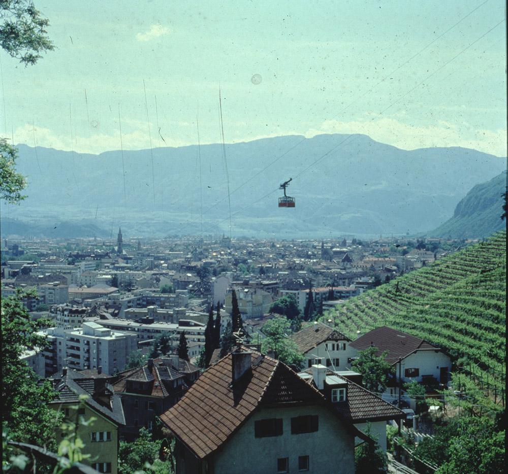 [Vedute di Bolzano e paesaggi delle aree limitrofe tra cui Gruppo del Catinaccio e passeggiata del Guncina]