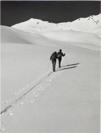 [Riprese varie tra cui versanti innevati, scialpinismo, vette alpine italiane e francesi]