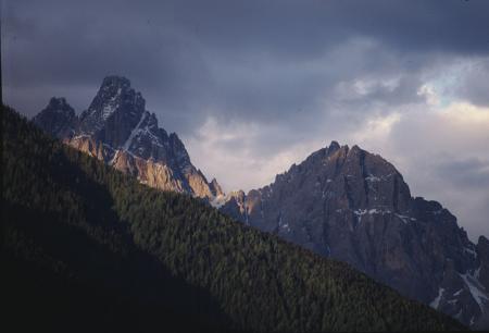 [Paesaggi e rilievi montuosi delle Dolomiti di Sesto]