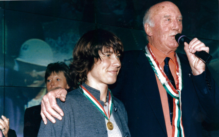 """[Ospiti vari partecipanti a Milano Montagna 2000; riprese delle sale della mostra """"Le cattedrali della Terra""""]"""