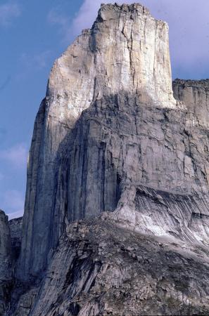 [Isola di Baffin: prima salita diWelcome Nunavut sulla Torre del Nuksuklorolu. Sperone Belluno, via dell'Uomo Bianco]