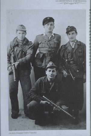 [Partigiani e nazisti]