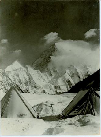 K2. [Veduta del campo base]