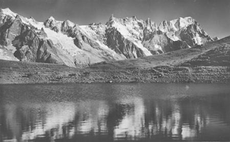 [140 - Courmayeur: Dente del Gigante m. 4014, Grandes Jorasses m. 4205 e lago Checrouit m. 2180]