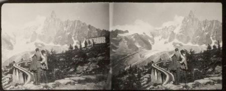 [Riprese varie, tra cui Ferrovia e Hotel de Montenvers, sullo sfondo Aiguilles du Dru]