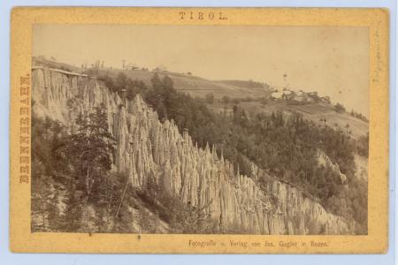 [Rifugio Bergamo, Piramidi di terra del Renon e il Massiccio dello Sciliar]