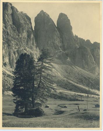 [Riprese della Val Gardena: Passo di Gardena, Rovine di Castel Wolkenstein, Gruppo del Sassolungo, Santa Cristina]