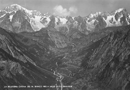 La bellissima catena del M. Bianco nella valle di Courmayeur