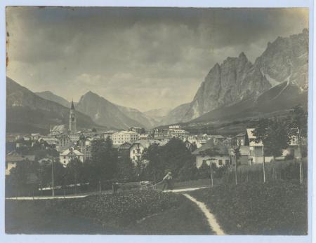 [Dolomiti venete: Cortina, Invito Club Sportivo Dolomiti Cortina]
