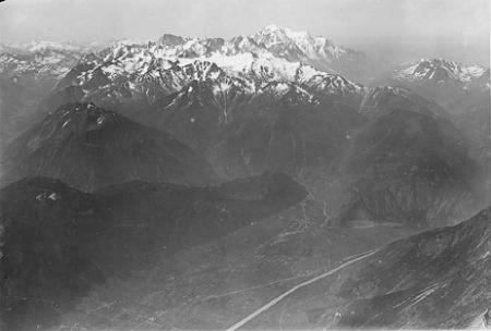 [Martigny avec Massif du Mt. Blanc depuis le v. E. 4000 m]