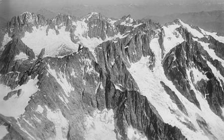 [Aig. de Triolet, Aig. Verte v. S. 4500 m.]