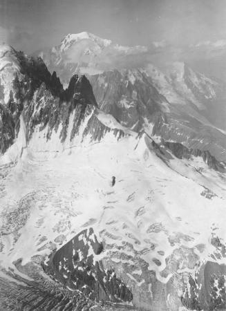 [Gl. d'Argentière, Aig. du Dru, Mt. Blanc v. N. O. 4100 m.]