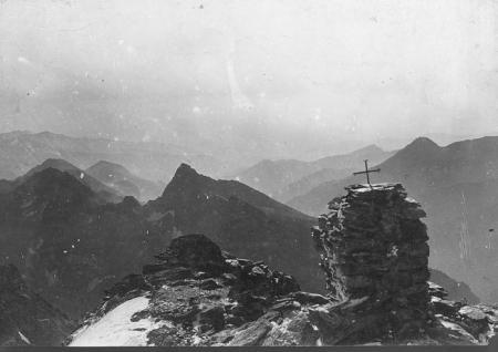 [Monte Rosso d'Ala (2763), [...] sulla vetta della Ciaramella (3676), Punta della Rossa (2756), Uia di Mondrone (2964), Bric Mezzodì (2428)]