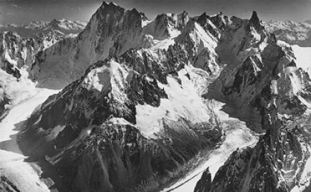 [En avion au-dessus de... 16. Mont-Blanc (Hte-Savoie), Glacier des Périades, Glacier de Leschaux, Au fond Aiguille du Géant Grandes Jorasses]