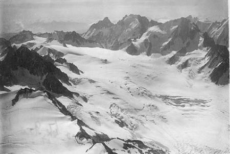 [Gl. du Tour, Aig. du Chardonnet v. N. 4000 m.]