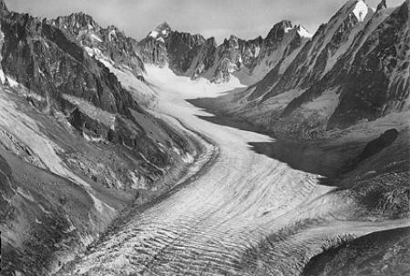 [14650. Massif du Mont-Blanc. Le Glacier d'Argentière, le Mont-Dolent (3.823 m.), le Triolet (3.870 m.) et les Courtes (3.856 m.)]