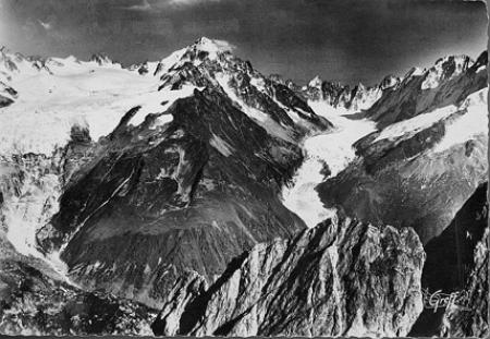[534 - Glacier du Tour, Chardonnet, Glacier d'Argentière. Vue aérienne]