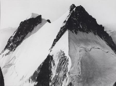 [Aiguille Blanche, in primo piano il colle Peutérey, salendo al Monte Bianco, 1922]