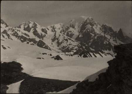 [Riprese varie tra cui il Monte Tagliaferro, il Corno Bianco e il Monte Bianco]