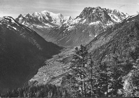 [14550 - La Vallée de Vallorcine (Haute Savoie). - Les Aiguilles Rouges (2.966 m.) et le Mont Blanc (4.807 m.)]