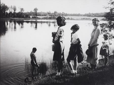 [Famiglia Ravelli sul lago di Caselette, 1938 circa]