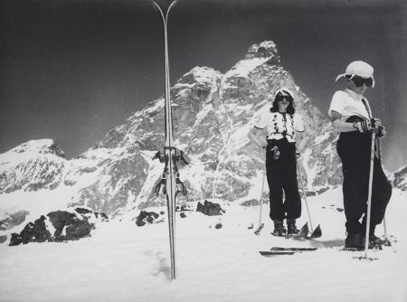 [Con gli sci di fronte al Cervino, 1930-1935]