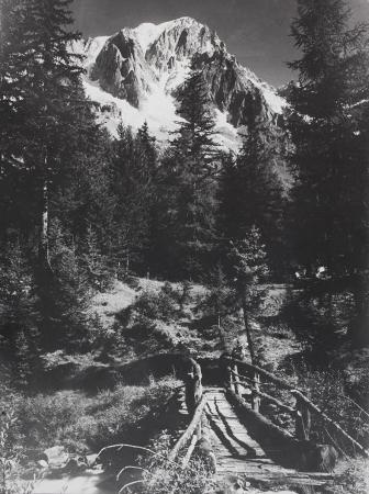 [Sentiero con Monte Bianco sullo sfondo]