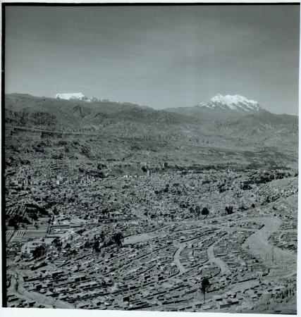 [Primo piano di La Paz, Illimani]