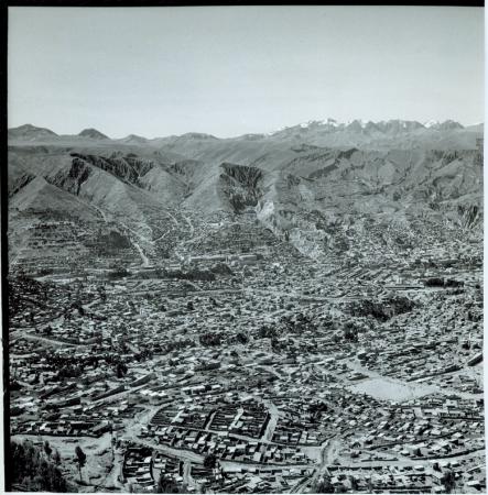 [In primo piano veduta di La Paz]