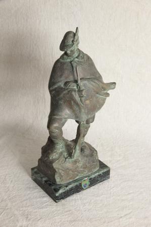 Statua in bronzo di un alpino