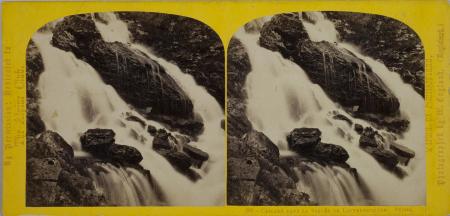 296.-Cascade dans la Vallée de Lauterbrunnen. Suisse. (1)