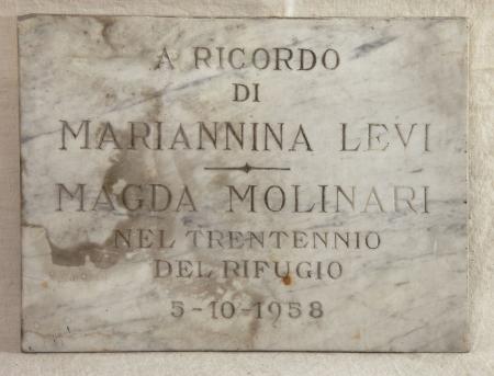 Lapide commemorativa del Rifugio Levi Molinari