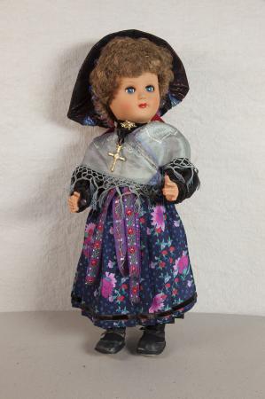 Bambola in costume tradizionale femminile di Pragelato, Alta Val Chisone