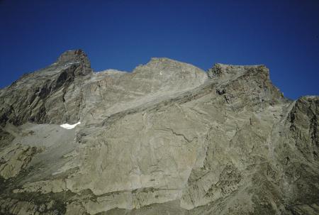 [Paesaggi e alpinisti in arrampicata sul Triangolo della Caprera]