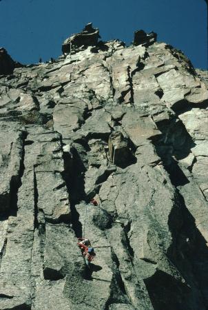 [Riprese varie di arrampicatori su via della Torre Nera; monolito di Sardieres]