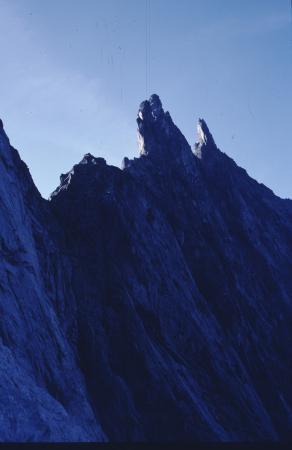 [Punta Martina, Traversata della Costa delle Ale Lunghe, Roc della Niera: pareti rocciose e alpinista]