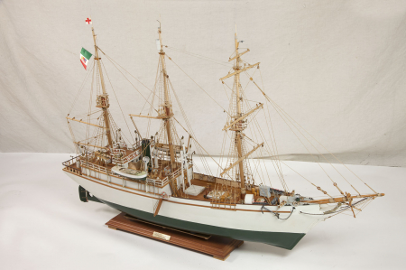 """Modello della nave """"Stella Polare"""""""