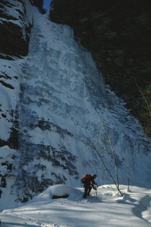 [Alpinismo su ghiaccio sulla Cascata Santanel, Val Soana]