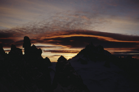 [Rilievi montuosi al tramonto o all'alba: Monte Bianco, Pic Adolphe]