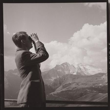 [Raccolta di negativi su pellicola del fotografo meranese Ludwing Graf (2.3.20-2.3.24)]