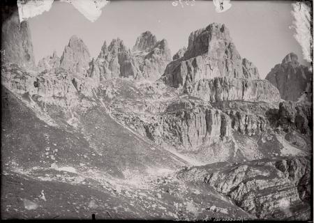 [Giuseppe e Carlo Garbari: Dolomiti di Brenta. Anonimo: Marmolada e veduta urbana, riproduzioni]