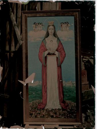 [Raccolta del fotografo meranese Ludwing Graf. Interno di una chiesa e dipinto di una Madonna con Bambino di autore non identificato]