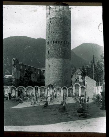 [Sudtirolo: castelli, vedute urbane e paesaggi]