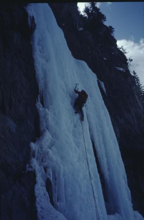 [Riprese varie di cascate, alpinisti su ghiaccio e cascate in Canada, British Columbia: Carlsberg Column, Lake Louise]