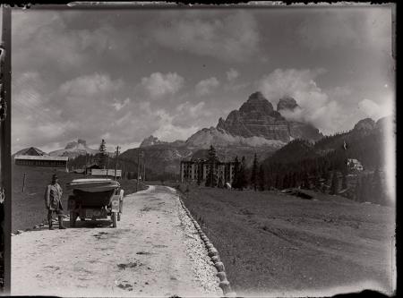 [Raccolta di negativi su vetro del fotografo meranese Ludwing Graf (2.3.34-2.3.57)]